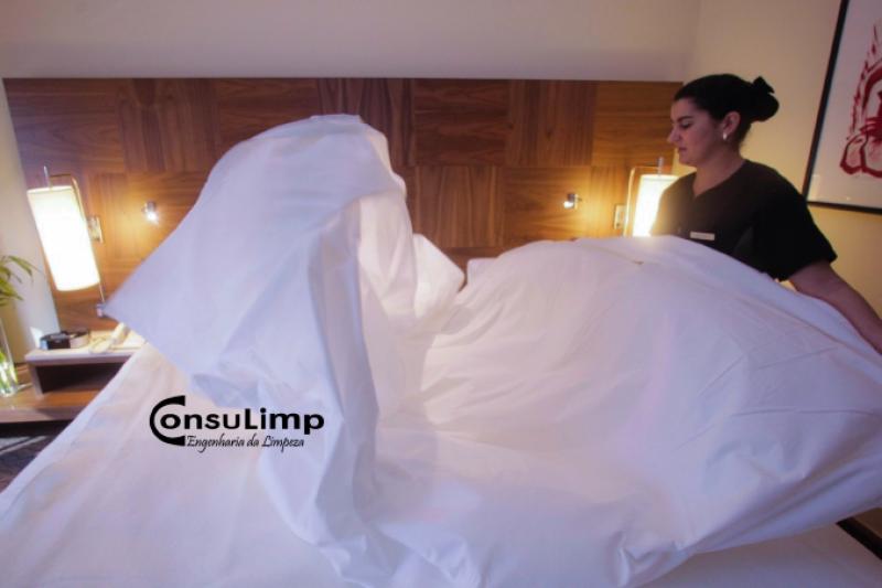 ECA! Teste mostra que Hotéis não lavam os Lençóis entre um hóspede e outro